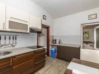 kuchyně v přízemí - Prodej domu v osobním vlastnictví 162 m², Prackovice nad Labem