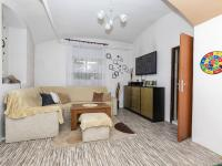obývací pokoj v přízemí - Prodej domu v osobním vlastnictví 162 m², Prackovice nad Labem
