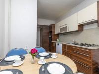 kuchyně s jídelnou v patře - Prodej domu v osobním vlastnictví 162 m², Prackovice nad Labem
