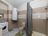 koupelna v přízemí - Prodej domu v osobním vlastnictví 162 m², Prackovice nad Labem