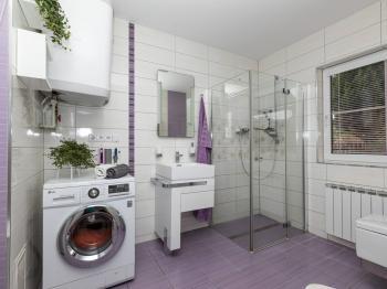 Dolní koupelna - Prodej domu v osobním vlastnictví 151 m², Krabčice