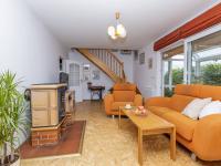 Obývací pokoj, vstup do zimní zahrady a schodiště - Prodej domu v osobním vlastnictví 151 m², Krabčice
