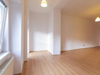 Obývací pokoj s jídelním koutem - Pronájem bytu 3+1 v osobním vlastnictví 96 m², Roudnice nad Labem