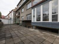 Zadní dvorek - Pronájem bytu 1+1 v osobním vlastnictví 49 m², Roudnice nad Labem