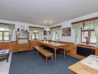Jídelna s kachlovými kamny - Prodej domu v osobním vlastnictví 253 m², Lovečkovice