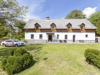 Pohled na dům - Prodej domu v osobním vlastnictví 253 m², Lovečkovice