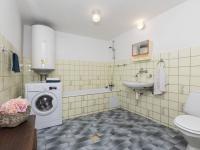 Spodní koupelna - Prodej domu v osobním vlastnictví 253 m², Lovečkovice