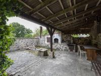 Venkovní posezení s grilem - Prodej domu v osobním vlastnictví 253 m², Lovečkovice