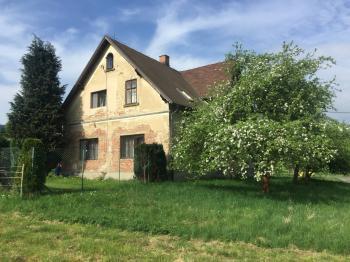 čelní pohled domu - Prodej domu v osobním vlastnictví 200 m², Liberec