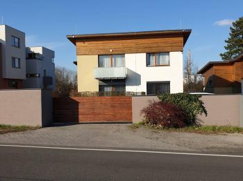 čelní pohled na dům - Prodej bytu 4+kk v osobním vlastnictví 105 m², Mladá Boleslav