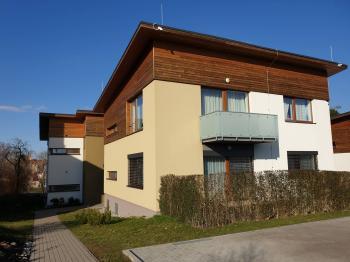 parkovací stání u domu - Prodej bytu 4+kk v osobním vlastnictví 105 m², Mladá Boleslav