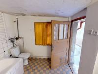 vstup do koupelny přes dvorek - Prodej domu v osobním vlastnictví 148 m², Klášter Hradiště nad Jizerou