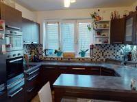 vestavěná kuchyně v přízemí - Prodej domu v osobním vlastnictví 117 m², Brandýs nad Labem-Stará Boleslav