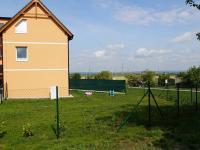 Dům a předzahrádka - Prodej bytu 2+1 v osobním vlastnictví 52 m², Nehvizdy