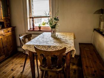kuchyň pohled I. - Prodej domu v osobním vlastnictví 179 m², Tři Sekery