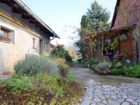 Dvorek - Prodej domu v osobním vlastnictví 160 m², Dub nad Moravou